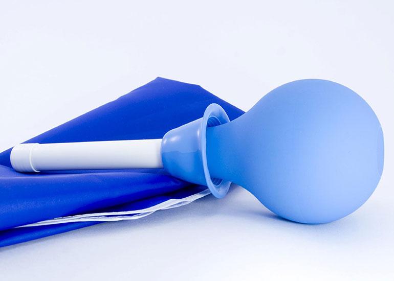 Синяя клизма для спринцевания