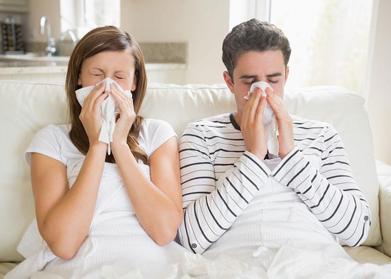 Мужчина и женщина болеют
