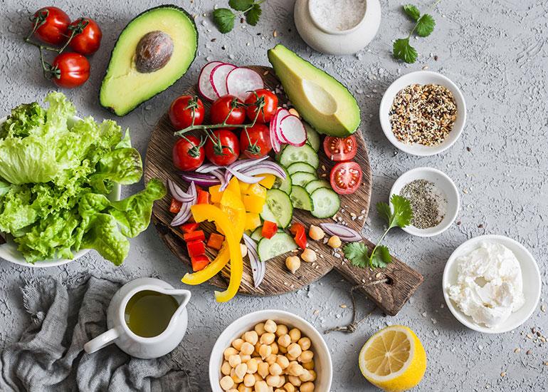 Тарелки с овощами