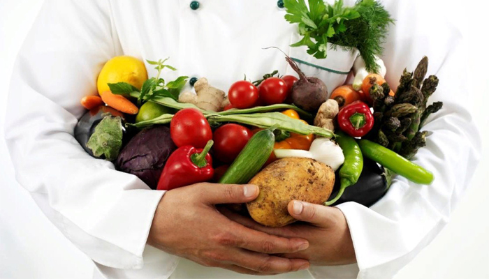 Врач с овощами