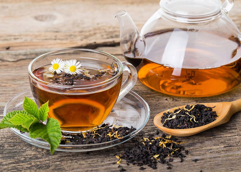 Чай в чашке и графине