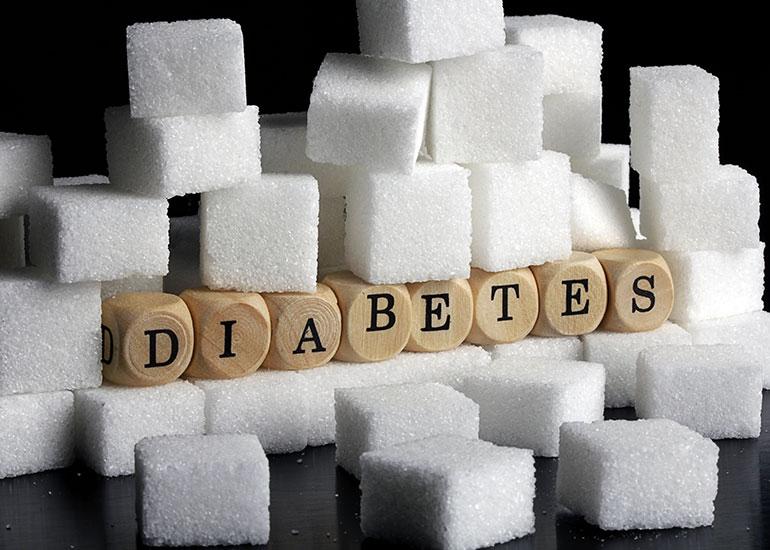 Куски рафинада и кубики со словами диабет