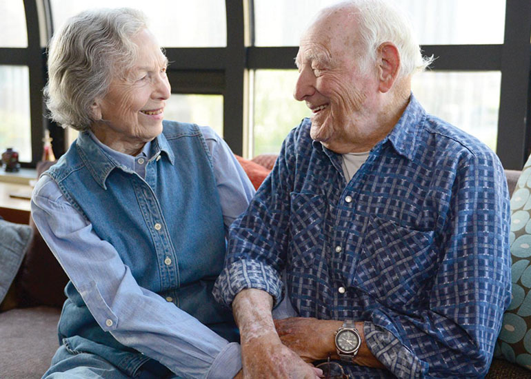 Мужчина и женщина в 70 лет